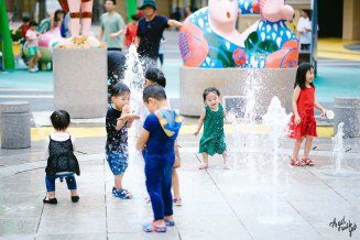Kids playing in the shopping mall in South Korea